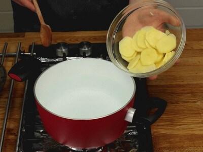 Focaccia con patate e zucchine