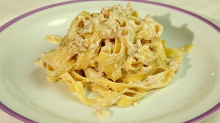 Agliata (Tagliatelle con noci ed aglio)