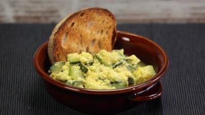 Minestra di zucchine, uova e cacio