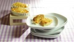 Barchette di pollo rifatto con cipolle e emmenthal
