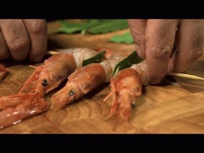 Spiedini di gamberoni con salsa d'acciughe