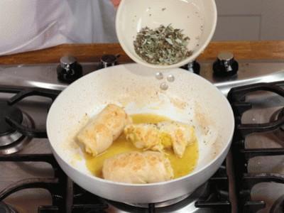 Involtini di pollo al limone e erbe aromatiche