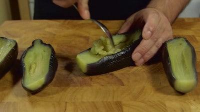 Barchette di melanzane con tonno e capperi