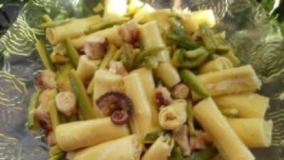 Tronchetti di pasta ripieni con sugo di polpo e zucchine