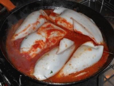 Calamari ripieni al pomodoro