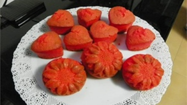 Muffin a cuore e fiore rossi
