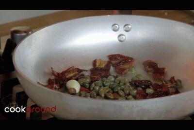 Sedani con pomodori secchi e tonno