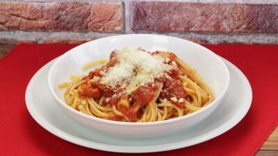Spaghetti con salsa classica al pomodoro