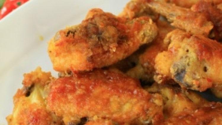 Ali di pollo glassate con aglio e zenzero al forno