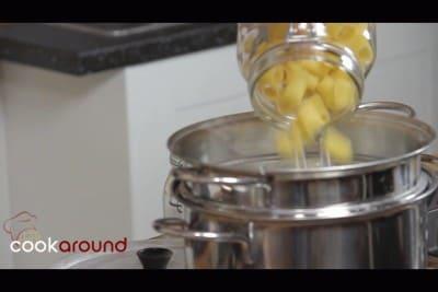 Pasta con pomodorini e ricotta salata