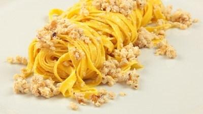 Tagliatelle all'aglio e noci