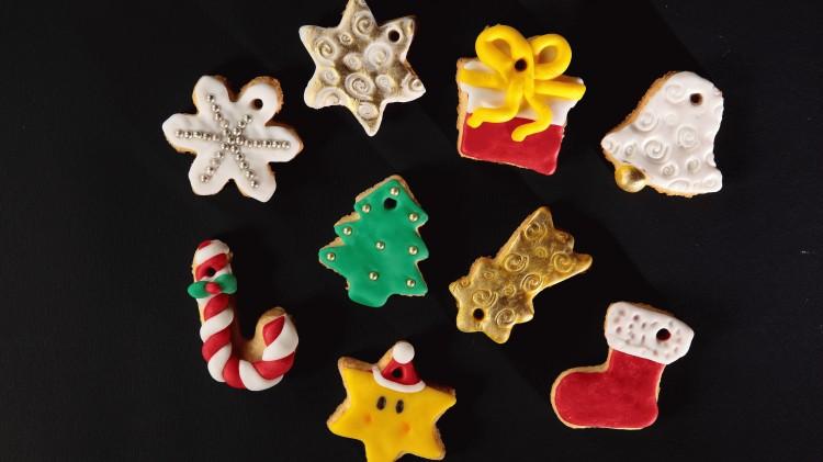 Biscottini per albero: stivale, fiocco di neve e stella