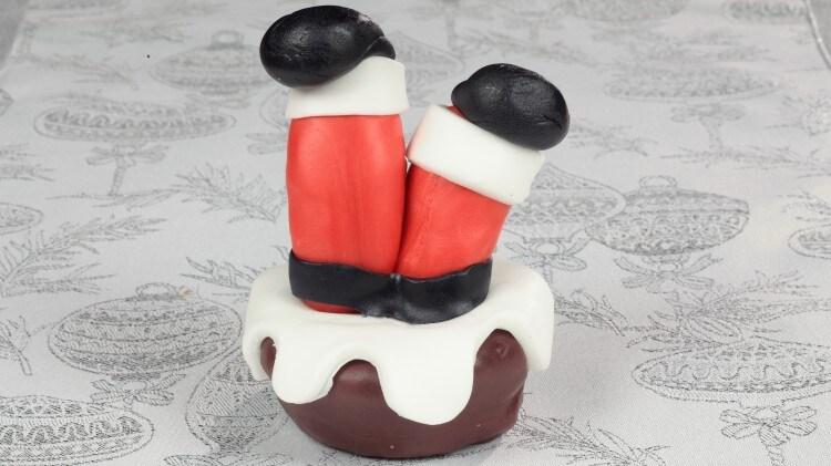 Cupcake con Babbo Natale incastrato nel camino