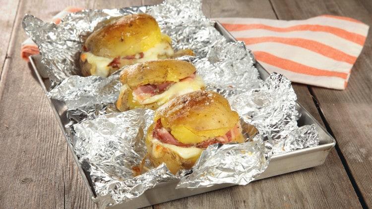Patate ripiene di formaggio e pancetta