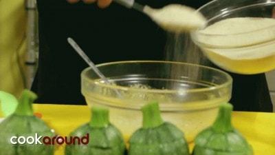 Zucchine ripiene con scamorza e prosciutto cotto