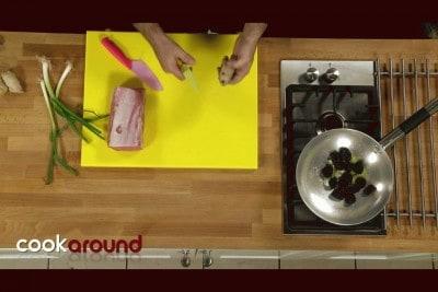 Filetto di maiale con prugne e zenzero