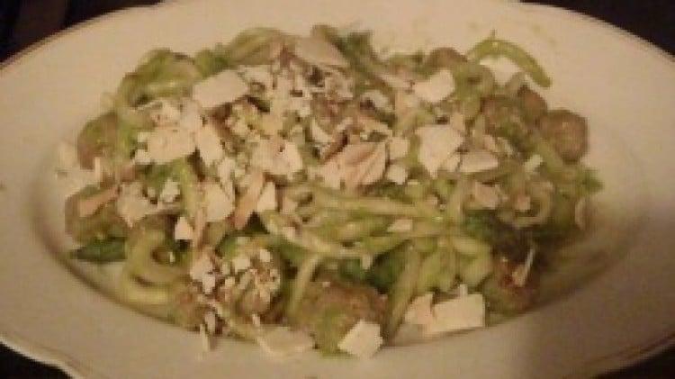 Bigoli in crema d'asparagi con polpettine