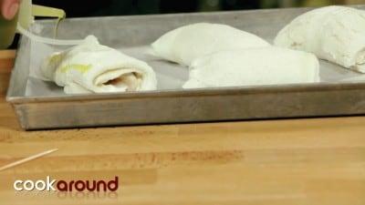 Involtino di pollo con robiola in crosta