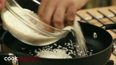 Risotto alla polpa di granchio, pomodorini e gamberi