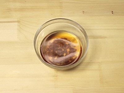 Torta di pinoli e pasta di mandorle con ricotta e scorza d'agrumi