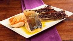 Salmone piastrato con radicchio alla griglia