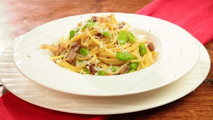 Vermicelli con pancetta, baccelli e provolone