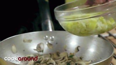 Mezze maniche con porri e funghi
