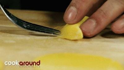 Mezzaluna di ricotta e limone con mazzancolle e zenzero