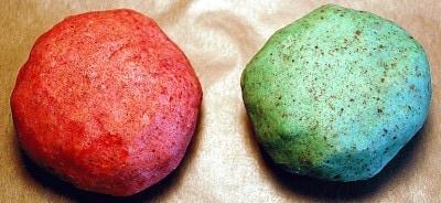 Baci di dama salati tricolore con gorgonzola