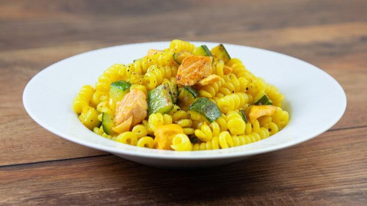 Fusilli salmone zucchine e zafferano