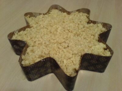 Torta streusel di mele e cannella con crema inglese calda