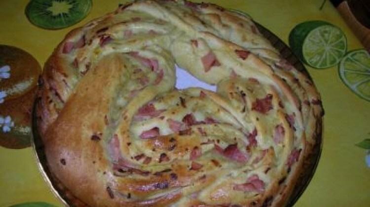 Torta angelica salata con prosciutto cotto e fontina