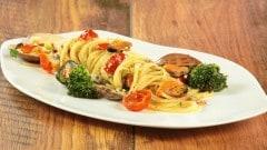 Spaghetti con broccoli e frutti di mare