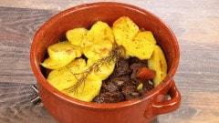 Spezzatino e patate in tortiera