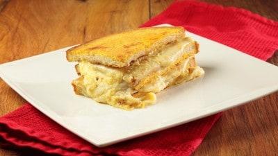 Super paninazzo ai formaggi