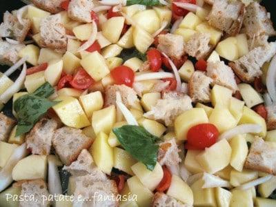 Teglia di pollo, patate e pane