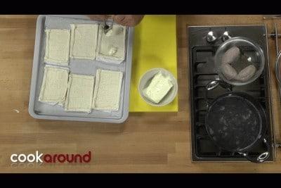 Sfogliatine con salsiccia e stracchino