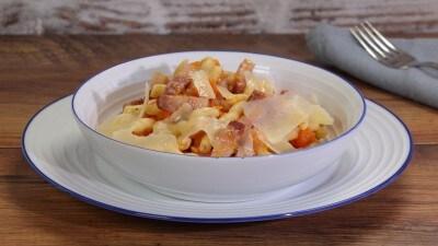 Pasta con zucca, pancetta e grana