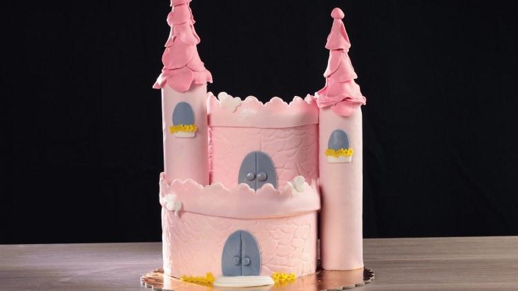 Torta castello cookaround for Piani a forma di l per piccoli lotti