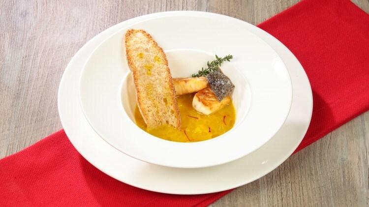 Minestra di pesce al profumo di zafferano e arancia