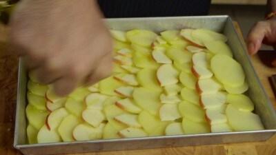 Würstel bavaresi con patate e mele