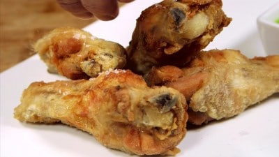 Alette di pollo fritte con salsa all'aceto