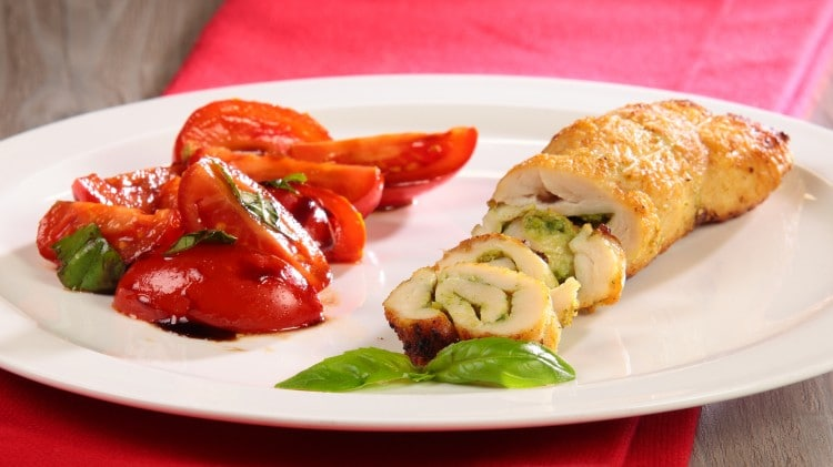 Involtini di petto di pollo con pesto
