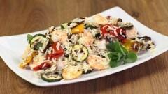 Insalata di riso con verdure grigliate e gamberi