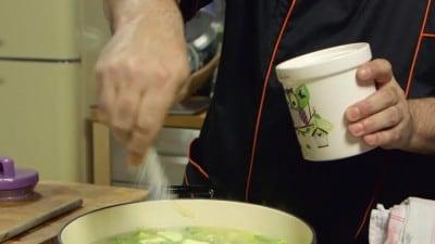 Zuppa di zucchine porri e farro