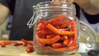 Peperoncini piccanti in salamoia