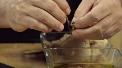 Peperoncini ripieni di tonno, olive e acciughe
