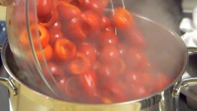 Peperoncini ripieni di salsiccia e stracchino