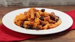 Pasta salsiccia e olive nere