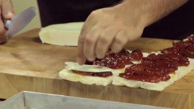 Focaccia con vastedda e pomodori secchi